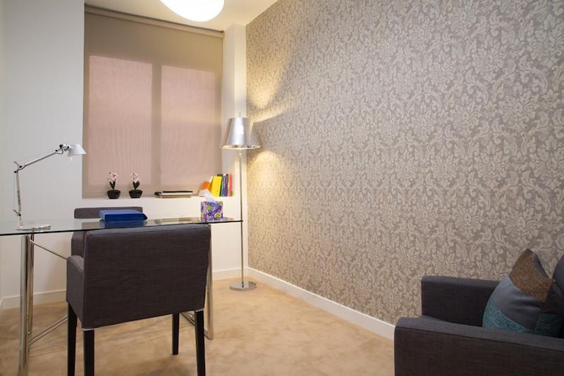 psicólogos Madrid centro, Aesthesis gabinete psicológico, despacho bonito simple con ventana de centro Rubén Darío