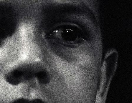 Niño con expresión de tristeza.