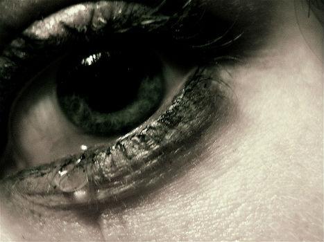 Ojo con una lágrima.