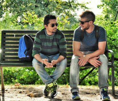 Dos chicos hablando