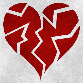 Imagen de un corazón roto, símbolo de una ruptura de pareja.