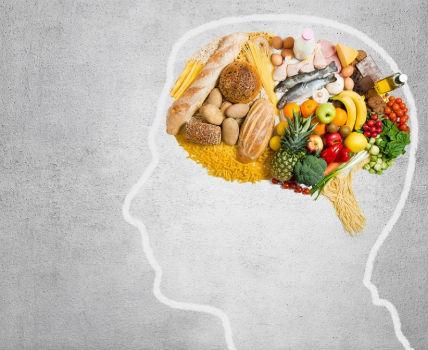 Conjunto de alimentos equilibrados y saludables.