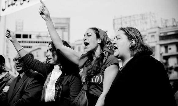 Discriminación laboral en la mujer, consecuencias emocionales, mujeres en manifestación