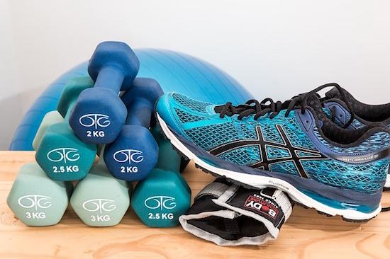 Ejercicio fisico para la fibromialgia, conjunto de elementos para hacer deporte