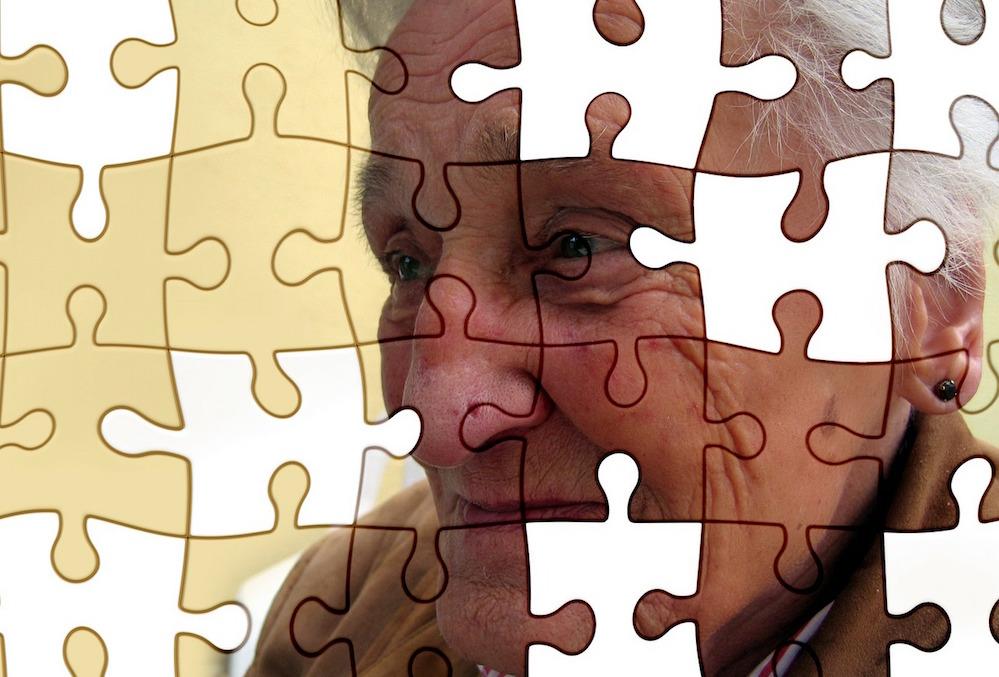 alzheimer, fases de la enfermedad, puzzle con rostros de anciano