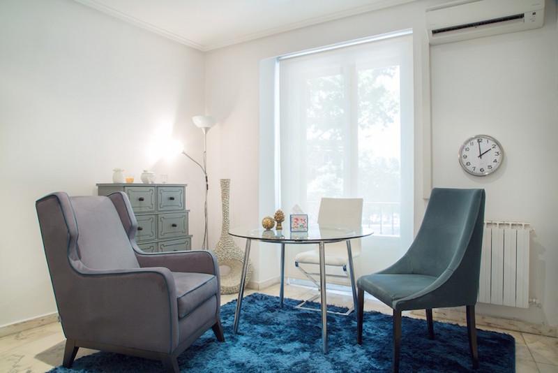 psicólogos Madrid centro, Aesthesis gabinete psicológico, despacho bonito, acogedor, con ventana de centro San Bernardo