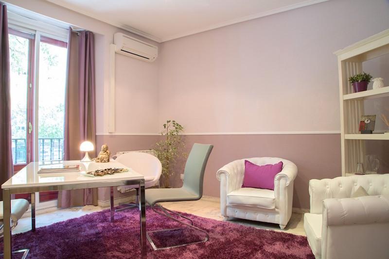 psicólogos Madrid centro, Aesthesis gabinete psicológico, despacho bonito, elegante, con toques rosas, de centro San Bernardo