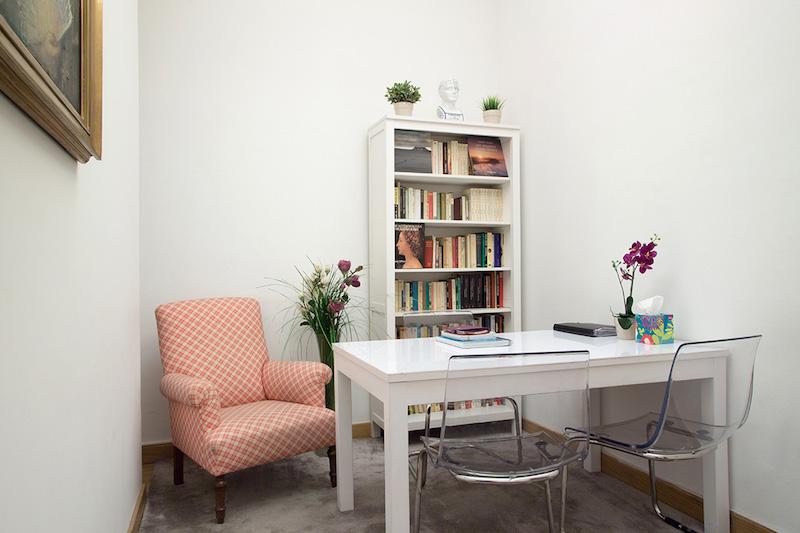psicólogos Madrid centro, Aesthesis gabinete psicológico, despacho bonito, pequeño, blanco, de centro Velázquez