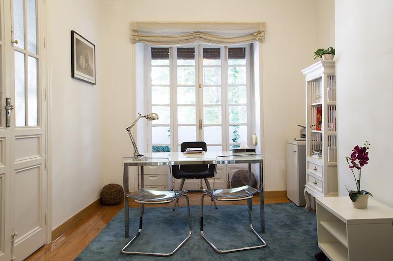 psicólogos Madrid centro, Aesthesis gabinete psicológico, despacho bonito, con ventanal, de centro Velázquez