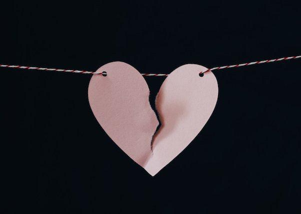 principales problemas de pareja, terapia de pareja madrid, corazón de papel rajado